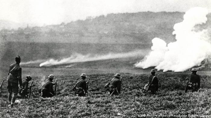 Amerikanische Truppen in Aktion in der Nähe von Le Nefour, Frankreich (Picture alliance/Mary Evans Picture Library)