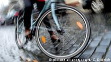 Deutschland Radfahrer stirbt nach Kollision mit Autotür in Berlin (picture alliance/dpa/H.-C. Dittrich)