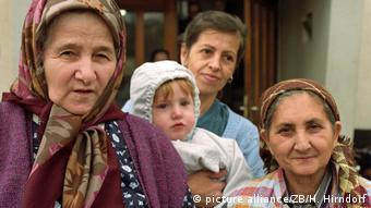 Deutschland Hungerstreik bosnischer Flüchtlinge in Wahlhausen 1993 (picture alliance/ZB/H. Hirndorf)