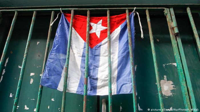 Kuba - Flagge - Alltag in Havanna (picture alliance/NurPhoto/A. Widak)