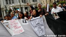 Journalists, photographers and activists hold up pictures of journalists who have been killed in Mexico, during a demonstration against the murder of journalists, outside Bellas Artes museum in Mexico City, Mexico, June 15, 2017. REUTERS/Edgard Garrido