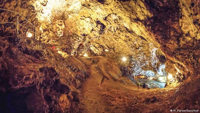 Пещера Холе-Фельс