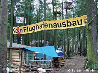 Hüttendorf gegen Ausbau des Frankfurter Flughafens