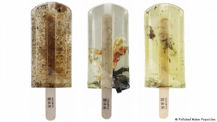 Polluted Water Popsicles Eis aus Müllwasser (Polluted Water Popsicles)