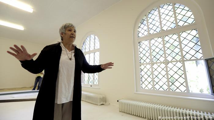 Berlin Seyran Ates Eröffnung Rushd-Goethe Moschee (picture-alliance/AP Photo/M. Sohn)