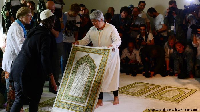 Deutschland Eröffnung liberale Moschee in Berlin (picture-alliance/dpa/M. Gambarini)