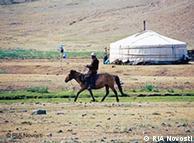 在内蒙古生活的蒙古族在人数上并不占主导地位