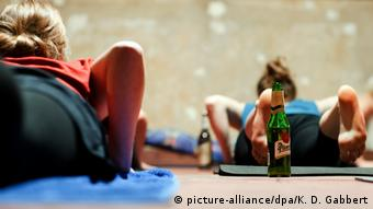 Beer and yoga enthusiasts at a bar in Berlin