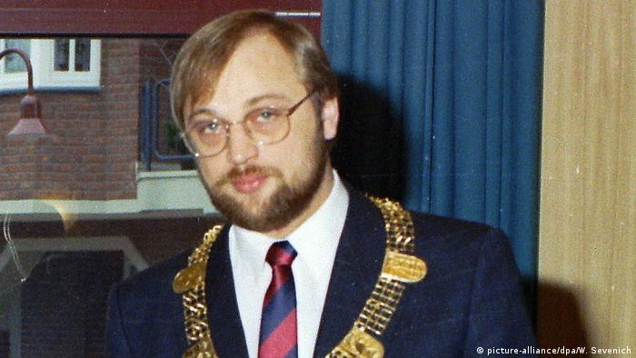 Martin Schulz wearing the mayoral chain of Würselen