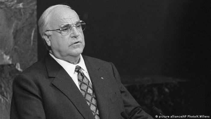 Helmut Kohl (picture alliance/AP Photo/K.Willens)