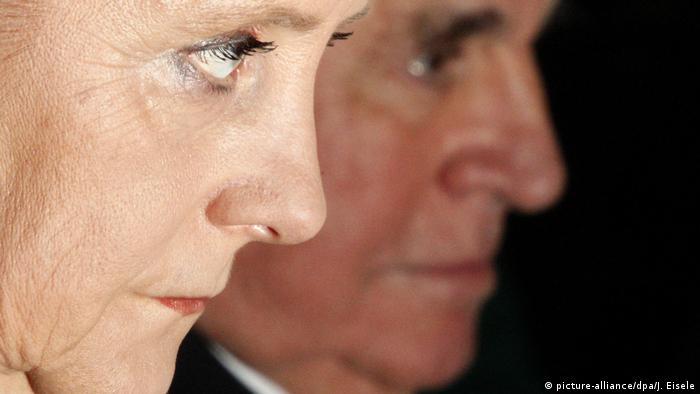 Deutschland Angela Merkel und Helmut Kohl (picture-alliance/dpa/J. Eisele)