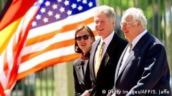 Altbundeskanzler Helmut Kohl und US Präsident Bill Clinton (Getty Images/AFP/S. Jaffe)