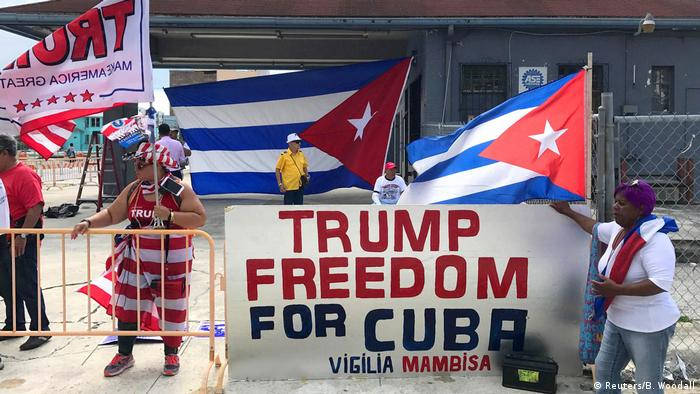 Bei einer Kundgebung im Juni 2017 zeigen Exilkubaner in Miami ihre Unterstützung für US-Präsident Donald Trump