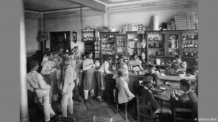 Waldemar Titzenthaler - Photo of Prussian army canteen in 1898 (Ullstein Bild)