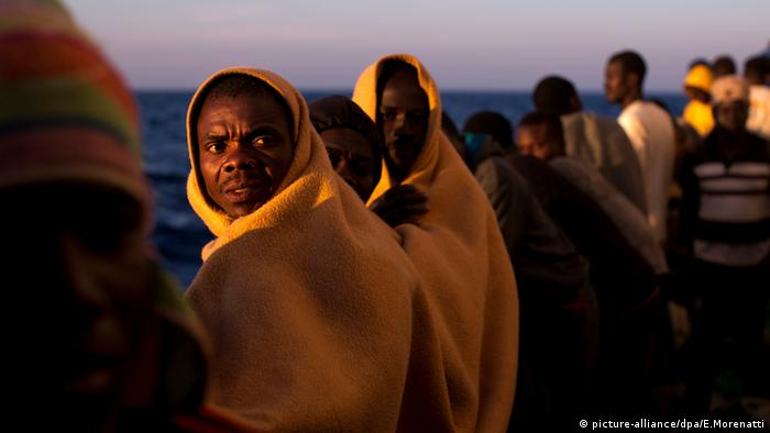 Libyen Migranten Flüchtlinge Boot (picture-alliance/dpa/E.Morenatti)
