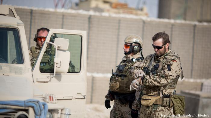 Afghanistan Bundeswehrsoldaten im Feldlager Camp Shaheen (picture-alliance/dpa/K. Nietfeld)