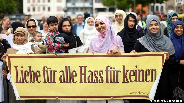 Deutschland Köln Friedensmarsch von Muslimen gegen islamistischen Terror (Reuters/T. Schmuelgen)