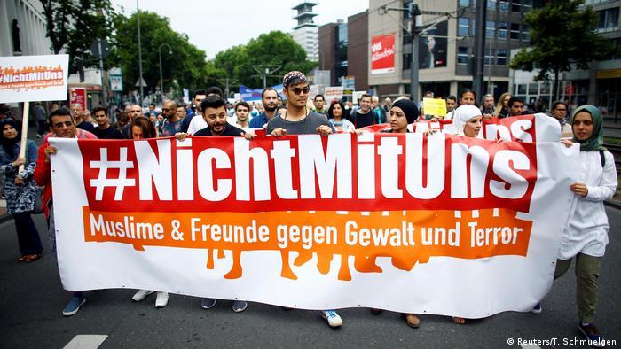 Deutschland Köln Friedensmarsch von Muslimen gegen islamistischen Terror