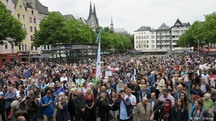 Hundreds of people in Cologne's march for peace