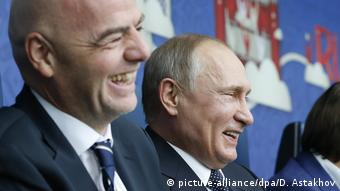 Fußball FIFA Confederations Cup Putin und Infantino (picture-alliance/dpa/D. Astakhov)