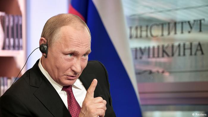 Wladimiir Putin im Interview mit der französischen Zeitung Le Figaro in Paris (Reuters)