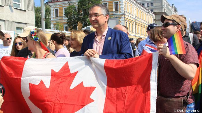 Сотрудники канадского посольства на Марше равенства в Киеве