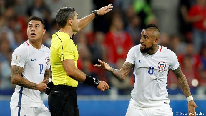 FIFA Confederations Cup 2017 Kamerun Chile Abseitstor Ärger mit Vidal (Reuters/C. Recine)