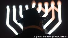 Symbolic picture of anti-Semitism (picture-alliance/dpa/A. Dedert)
