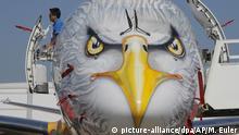 Una cabeza de águila pintada en un Embraer E195-E2.