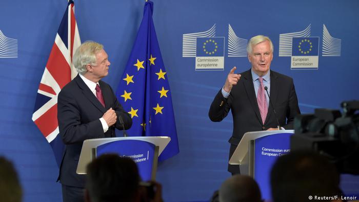 Brexit Verhandlungen beginnen in Brüssel Barnier mit Davis