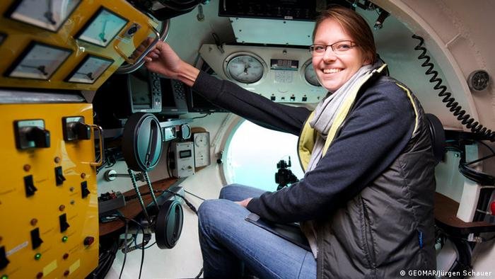 Janina Büscher site in the Jago submersible