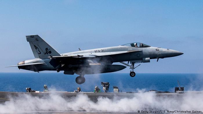 Um avião militar americano do tipo F/A-18E Super Hornet, similar ao que abateu a aeronave síria