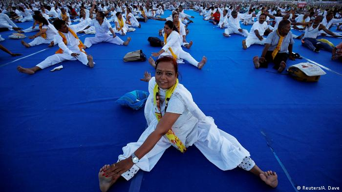 Internationaler Yoga Tag 2017 Indien (Reuters/A. Dave)