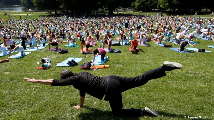 Internationaler Yoga Tag 2017 Belgien (Reuters/F. Lenoir)