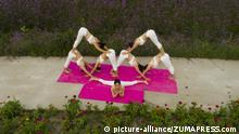 Internationaler Yoga Tag 2017 China (picture-alliance/ZUMAPRESS.com)