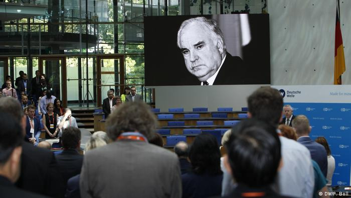 Moment of remembrance for Helmut Kohl (DW/P. Böll)