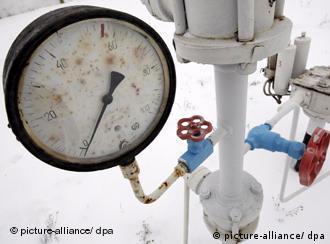 view of a gas pressure-gauge of the natural gas pipeline in Boyarka village near Kyiv, Ukraine, 03 January 2009.