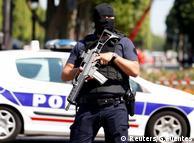 Французский полицейский,фото из архива