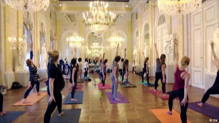 Yoga-Stunde im Wiener Museum Albertina (Foto: DW)