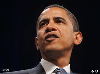 باراک اوباما در نخستین ساعات ریاستجمهوری خود فرمان توقف محاکمات نظامی گوانتانامو را صادر کرد. متهمان به ترور باید در دادگاههای عادی آمریکا محاکمه شوند.