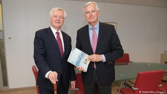 Twitter - Republic of Football (the_eriugena) zu Michel Barnier and David Davis bei Brexit Gesprächen (Twitter/the_eriugena)