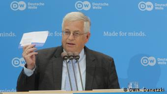 Winner of the Deutsche Welle Freedom of Speech Award 2017: White House Correspondents' Association; Laudator Gregor Mayntz (President, Federal Press Conference, Germany) (DW/K. Danetzki)
