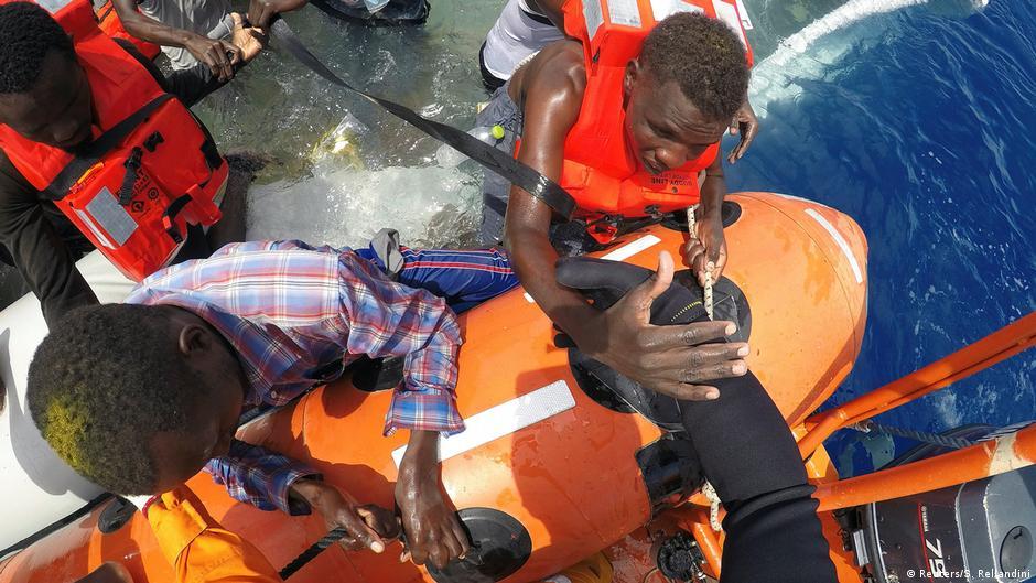 Libyen - Flüchtlinge werden vor der Küste Libyens gerettet