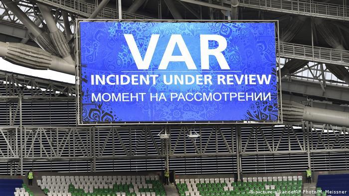 Момент использования видеоассистента (кубок Конфедерации, Россия, 2017 г.)
