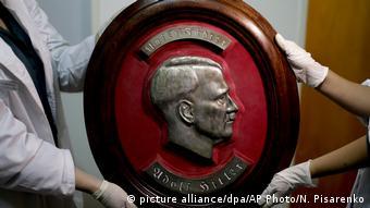 Argentinien Nazi Artifakte in Buenos Aires gefunden (picture alliance/dpa/AP Photo/N. Pisarenko )