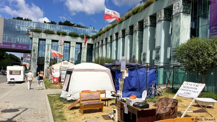 Polen Protestcamp vor dem Obersten Gerichtshof (DW/G. Gnauck)