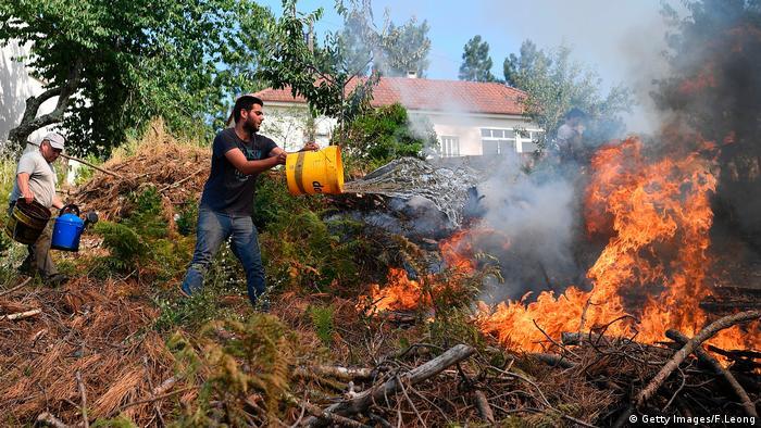 Portugal Waldbrände Feuerwehr Anwohner (Getty Images/F.Leong)