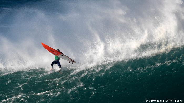 Surfistas en Praia do Norte