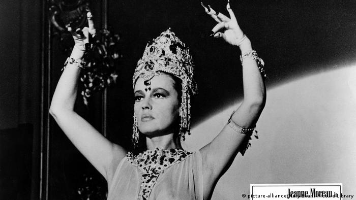 Moreau playing the title role in the film Mata Hari (picture-alliance/Mary Evans Picture Library)