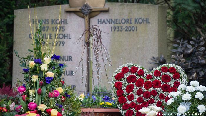 Das Familiengrab in Ludwigshafen, wo auch Hannelore Kohl beigesetzt wurde (Foto: picture-alliance/dpa/U. Anspach)